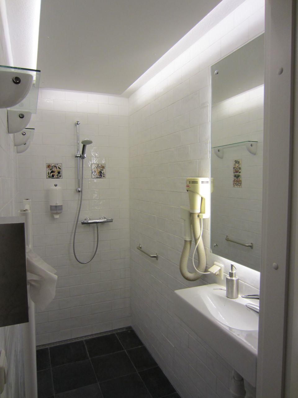 Badkamer Verlichting Douche: Badkamers voorbeelden ? moderne ...