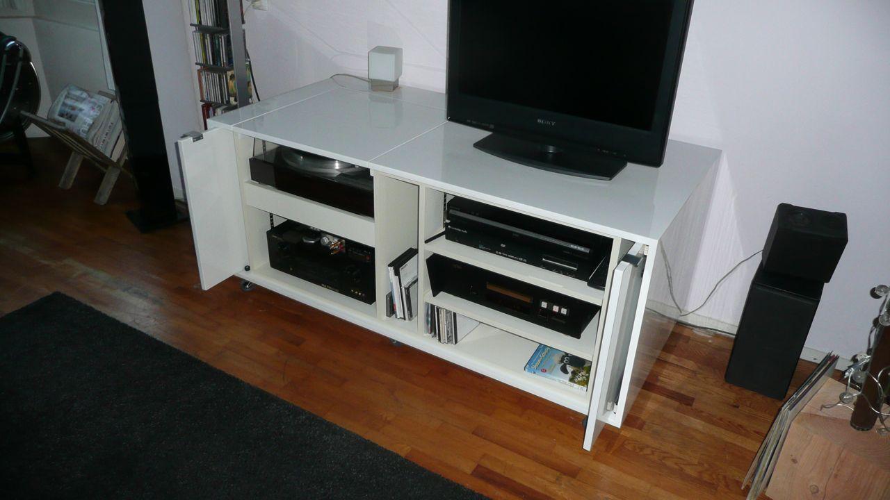 ... Met Tv : met schuifdeuren en ruime op maat gemaakte slaapkamerkast met